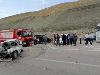 Otomobille hafif ticari araç çarpıştı: 6 yaralı