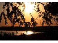 İç Anadolu Bölgesinin doğa harikası Savcılı Plajı, gün batımı manzarasıyla hayran bıraktı