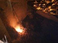 Bayburt Kalesinde örtü yangını
