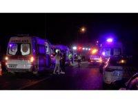 TEM Otoyolu'nda minibüs ile hafif ticari araç çarpıştı: 3'ü çocuk 7 yaralı