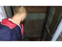 İnşaatta asansör boşluğuna düşen işçi ağır yaralandı