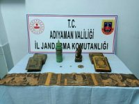Jandarma tarihi eser niteliğinde kutsal kitap ele geçirdi