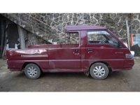 Aracının tavanına kafasını vurunca sinirlendi, panelvanı kamyonete dönüştürdü