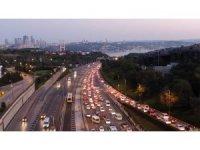 İstanbul'da haftanın ilk iş gününde trafik yoğunluğu erken başladı