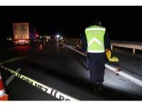TEM'de patlayan lastiği değiştirirken kamyonetin çarptığı kardeşler öldü