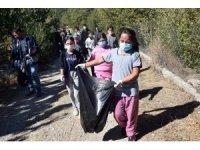 Eğirdir'de öğrenciler milli park ve göl kıyısında 40 poşet çöp topladı