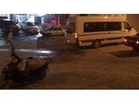 Midibüs motosiklete çarptı: 1 yaralı