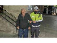 İş umuduyla geldiği Aksaray'da sokakta kalan yaşlı adama polis yardım eli uzattı