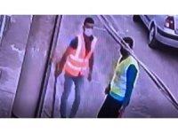Yok artık dedirten hırsızlık kamerada: İşçi yeleği giyip fiber kablo çaldılar