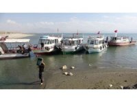 Van Gölü'nde kuraklık etkisi: Balıkçı tekneleri limana yanaşamadı