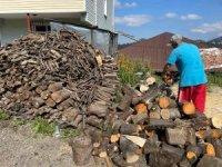 Vatandaşların kışlık odun hazırlıkları sürüyor