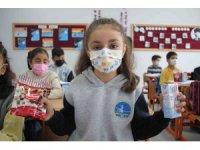 Öğrencilere süt dağıtıldı
