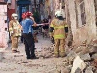 Tadilat halindeki binada çökme: 1 yaralı