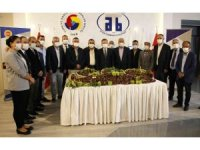 Aydın'da sezonun ilk kestanesi Aydın Ticaret Borsası tarafından 120 TL' den alındı