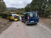 Bilecik'te 2 araç kafa kafaya çarpıştı: 1 yaralı