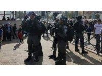 Kudüs'te İsrail güçlerinin sert müdahalesinde yaralanan Filistinli sayısı 60'a yükseldi