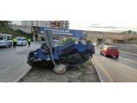 Tarsus'ta ticari araç ile otomobil çarpıştı: 3 yaralı