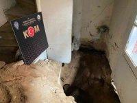 İzmir'de kaçak kazı yapılan eve polis baskını: 3 gözaltı