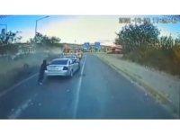Bingöl'de 6 kişinin yaralandığı kaza araç kamerasında: Aracın altında kalmaktan kıl payı kurtuldu