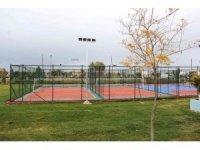 Van Büyükşehir Belediyesi parklara yeni sosyal donatılar kurdu
