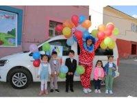 Uludere'de gönüllü öğretmenlerden gezici çocuk tiyatrosu