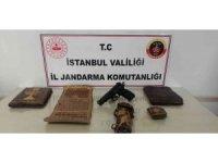 İstanbul'da jandarmadan tarihi eser kaçakçılığı operasyonu: 800 yıllık deri yazma eserler ele geçirildi