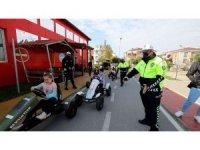 Başiskele'de çocuklara verilen trafik eğitimi devam ediyor