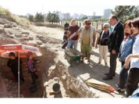 Başkan Seçer, 9 bin yıllık Yumuktepe Höyüğünü gezdi