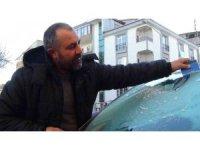 Kars eksi 10'u gördü, araçların camları dondu