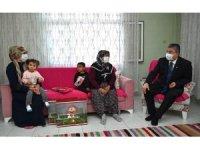 Osmaniye Valisi konuk olduğu ailelerin sorunlarına ortak oluyor