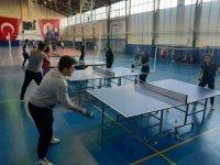 Gediz'de spor salonları ve sahalar gençlerle dolup taşıyor