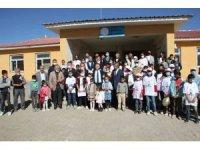 Köy okulunda 'TÜBİTAK 4006 Bilim Fuarı' sergisi