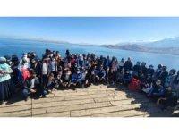 Vanlı öğrenciler Akdamar Adası'nı gezdi