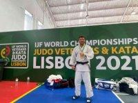 Sönmez, Veteranlar Dünya Judo Şampiyonu oldu
