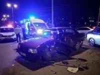 3 kişinin yaralandığı kazada araçtan içki şişeleri çıktı