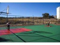 Basketbol ve voleybol sahalarında yenileme bakım çalışması