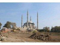 Selimiye Camisi meydan düzenleme çalışmalarında Roma dönemine ait aile mezarlığı bulundu