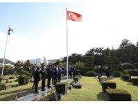 Bakan Çavuşoğlu'ndan Kore şehitlerinin yattığı BM Anıt Mezarlığı'na ziyaret