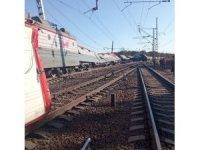 Rusya'da yük treni otomobille çarpıştı: 1 kişi öldü, 14 vagon raydan çıktı