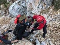 Rus paraşütçü kayalıklara düştü