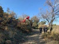 Kayalık alana düşen paraşütçü hayatını kaybetti