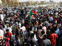 Sudan'da hükümet feshedildi, ülke genelinde olağanüstü hal ilan edildi