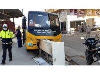 Halk otobüsü kaza yaptı 3 mahallenin interneti kesildi