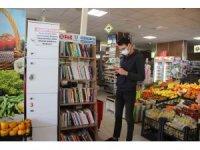 Bu markete gelenler biryandan alışveriş yapıp biryandan da kitap okuyor