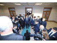 Cam kemik hastası genç Cumhurbaşkanı Erdoğan'a kitabını hediye ederek hayalini gerçekleştirdi