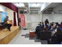 Halk müziği sanatçısı Erzincanlı, öğrencilerle bir araya geldi