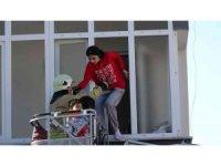 Kartal'da yangında mahsur kalan çocukları itfaiye kurtardı