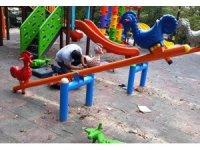 Safranbolu'da hasar gören çocuk parkları tamir ediliyor