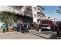 İtfaiye ekiplerinin erken müdahalesi iki katlı evi kül olmaktan kurtardı