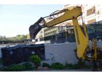 """Didim'de """"İkiz kulelerin"""" izinsiz yapılarında yıkıma başlandı"""